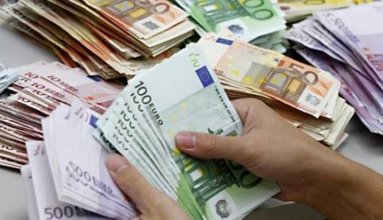 Euro a explodat din cauza crizei politice. E cea mai mare cotaţie din istorie!