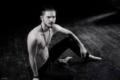 Alex Mațaev cântă românilor în limba rusă, piesa Alb și Negru – VIDEO