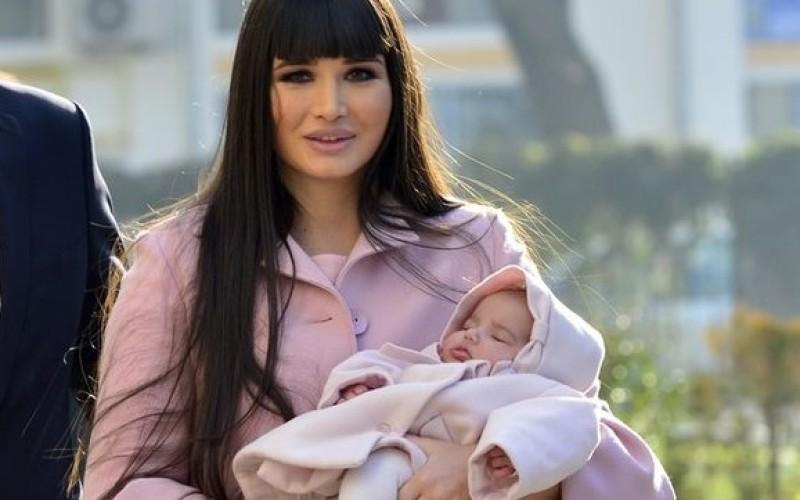 Băsescu s-a mai ales cu un nepot. EBA a adus pe lume un băiețel