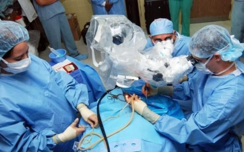 Premieră medicală | Româncă însărcinată și diagnosticată cu cancer, operată cu succes