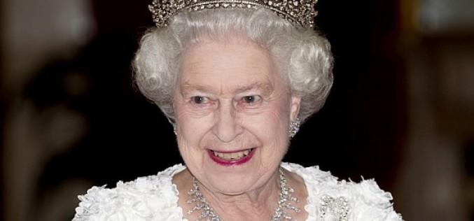 Regina Angliei oferă un salariu fabulos unui tânăr care să se ocupe de imaginea ei în mediul online