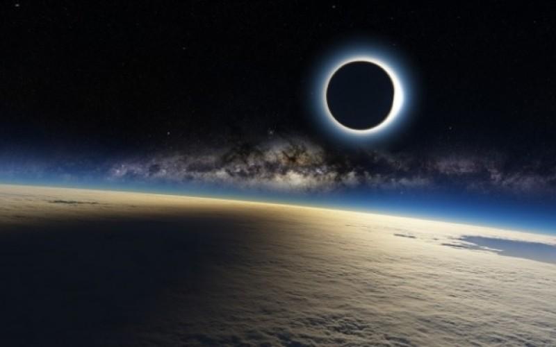 Eclipsă parțială de Soare în România. Urmărește LIVE fenomenul