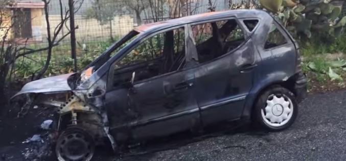 Italienii au incendiat la Roma, cinci mașini aparținând unor români – VIDEO