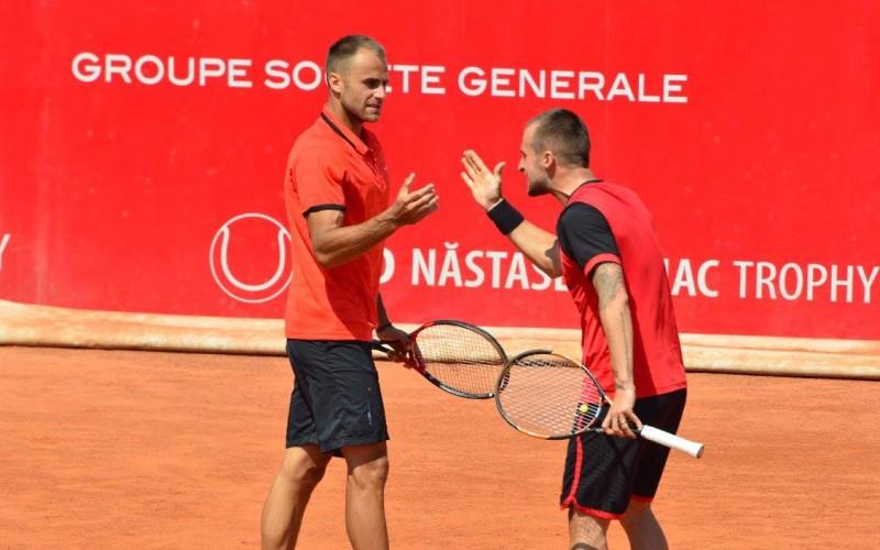 Marius Copil și Adrian Ungur, umăr la umăr la Roland Garros. Au acces în turul trei al calificărilor
