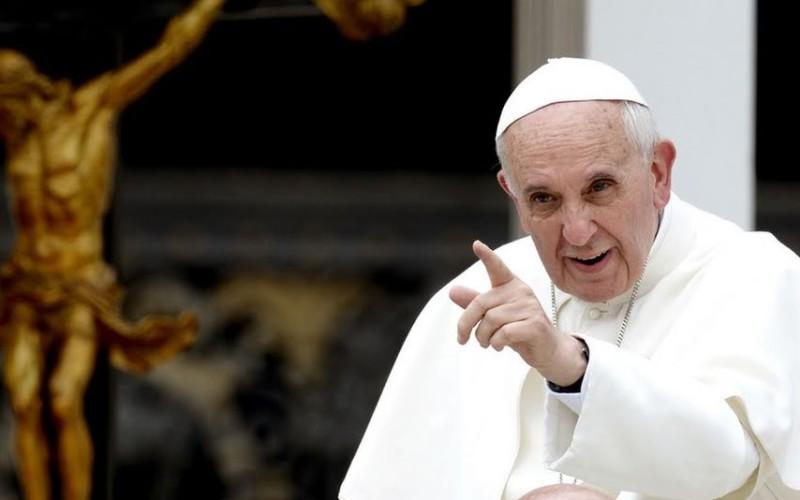 Papa Francisc l-a refuzat pe Ambasadorul Franței pe motiv că e homosexual
