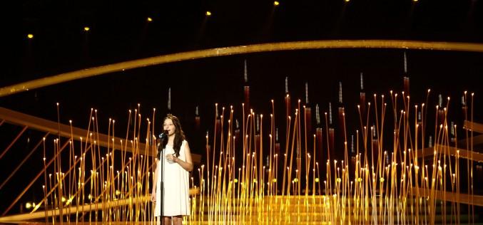Anda, o fetiță din Dej cântă la Next Star înconjurată de sute de lumânări albe