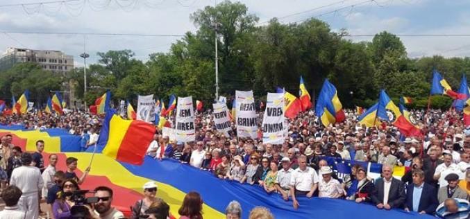 Protest de amploare la Chișinău. Zeci de mii de oameni au cerut Unirea cu România