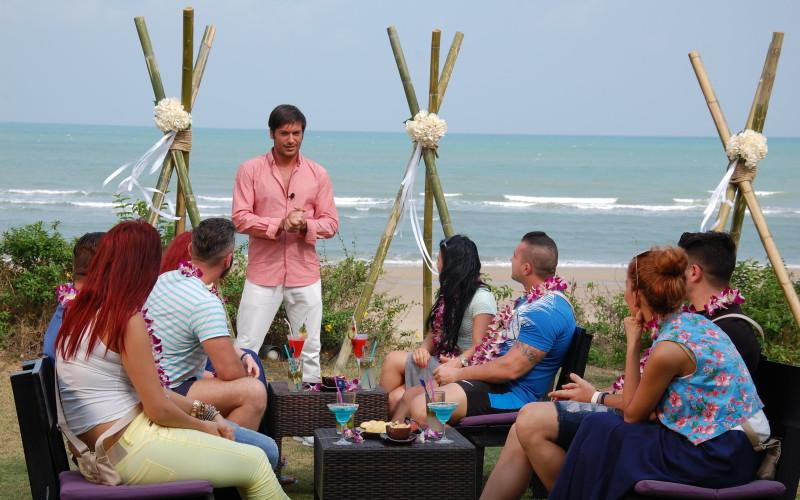 """Primele întâlniri private au încins relațiile dintre concurenți și ispite pe """"Insula iubirii"""""""
