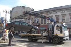 Ridicarea de pe stradă a mașinilor parcate neregulamentar este ilegală