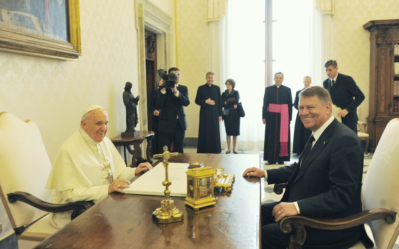 Papa Francisc vine în România la invitația lui Klaus Iohannis