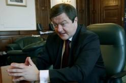 Frunzăverde șantaja primarii din Caraș ca să-i oblige pe oameni să-l voteze pe Iohannis
