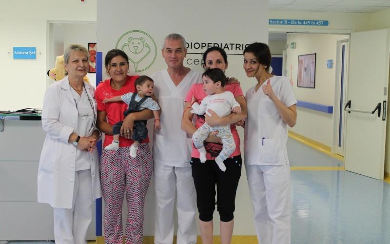 Două inimi de bebeluși au fost salvate de români