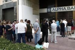 Grecii golesc băncile de bani din cauza falimentului iminent. Guvernul grec a închis băncile timp de 7 zile