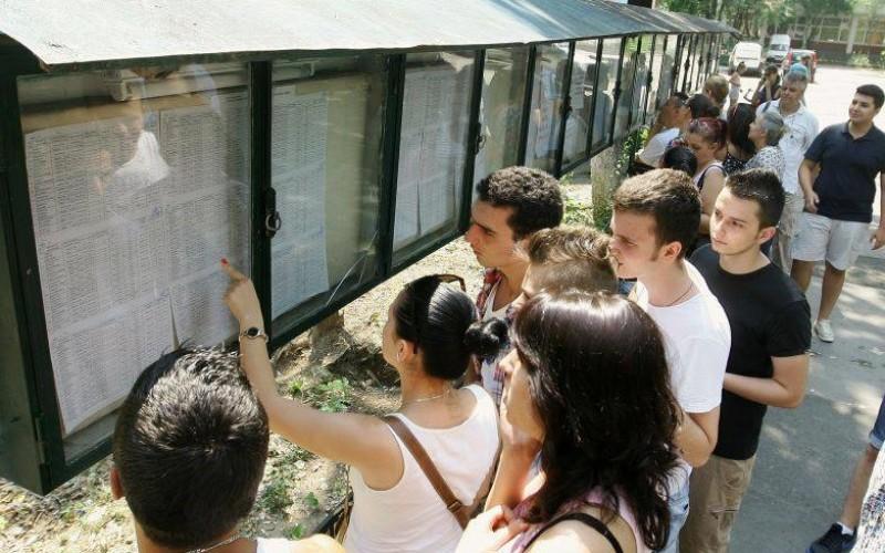 63 de elevi au luat media zece la BAC. Promovabilitatea este de 66,41 la sută