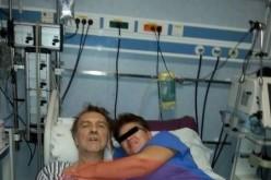 Infirmieră suspendată din funcție după ce s-a fotografiat pe patul de spital alături de Cotabiță