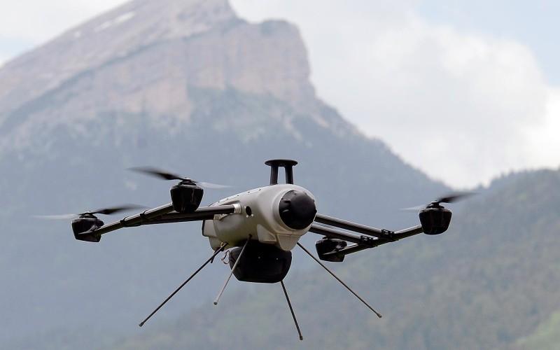 O dronă performantă va căuta pilotul prăbușit cu planorul în Brașov