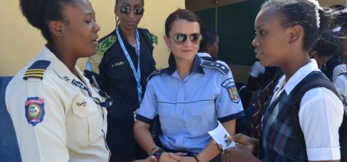 Românca Raluca Domuţa, desemnată cea mai bună polițistă din lume în 2015