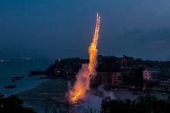 FABULOS | Un chinez a creat pe cer, o scară de artificii de jumătate de km – VIDEO