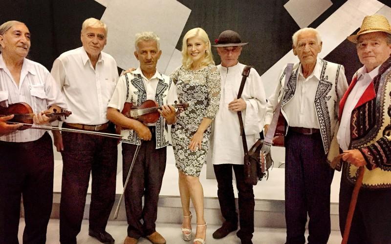 Loredana Groza aduce la TVR 2 muzica populară pe Drumul lui Leşe
