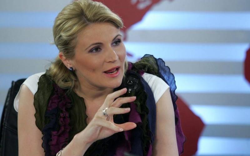 Andreea Paul recunoaște că a mințit: Am născut luni nu sâmbăta. Însă deputatul nu își cere scuze