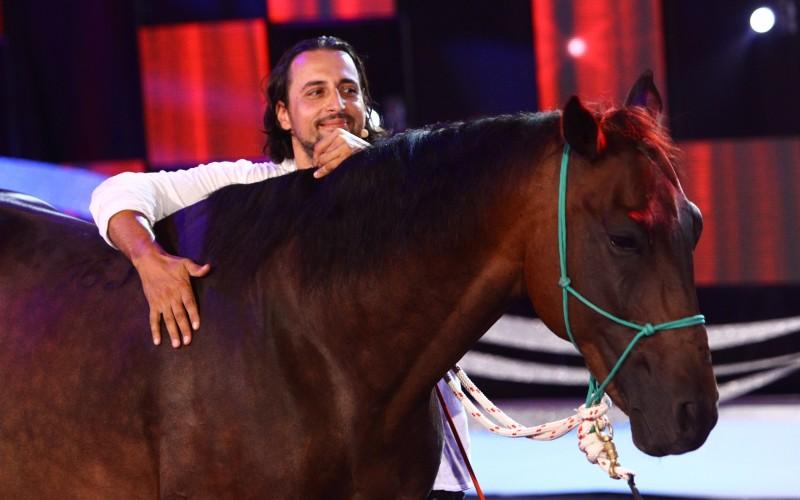 """Denis Stefan își aduce calul în platoul emisiunii """"Ham talent"""""""
