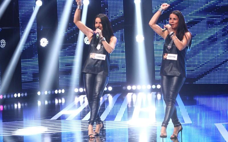 Două gemene au făcut senzație la X Factor. Au 43 de ani dar arată ca la 20