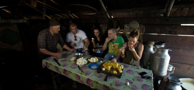 Nuntă tradițională cu accente rock în Bucovina cu Gina Pistol, Cosmin Păsărin, Strunilă și Moroșanu