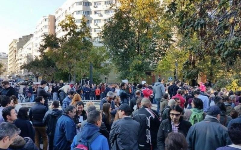 Peste 1000 de persoane au ieșit în stradă ca să ceară demisia lui Gabriel Oprea