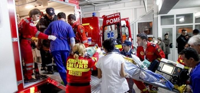 Bătaie de joc | Bătrân rănit grav într-o explozie, plimbat 460 de kilometri, de la un spital la altul