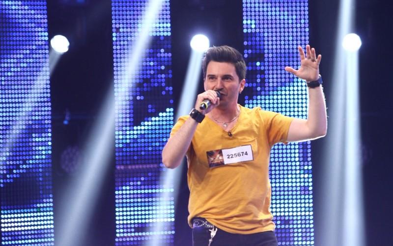 Alex Vasilache de la trupa Jukebox își încearcă norocul la X Factor
