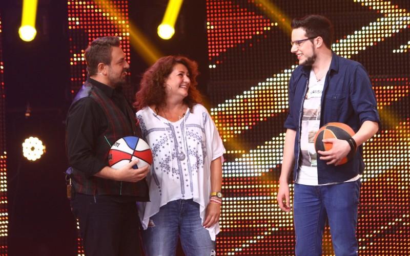 Horia Brenciu joacă baschet pe scena X Factor