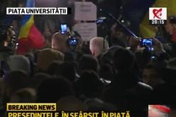 Iohannis, la un pas de a fi linșat de protestatari. Președintele a fost huiduit în Piața Universității