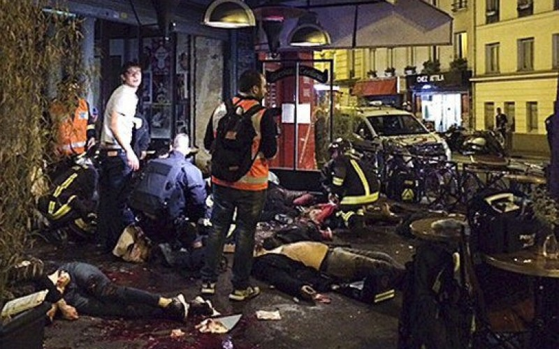 Imagini șocante cu masacrul din Paris soldat cu 140 e morți și 352 de răniți