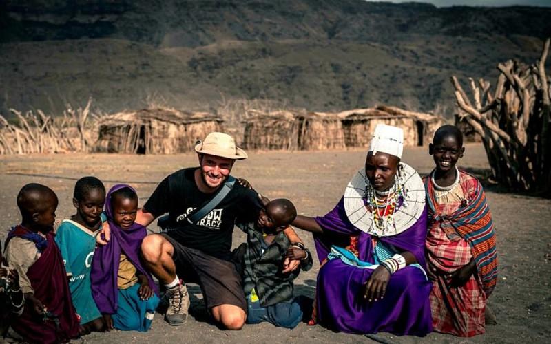 Expoziţie cu fotografii din Africa, realizată de Vlad Cioplea – FOTO