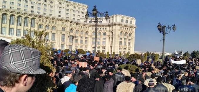 Haos în București din cauza ciobanilor care au intrat în forță în Parlamentul României
