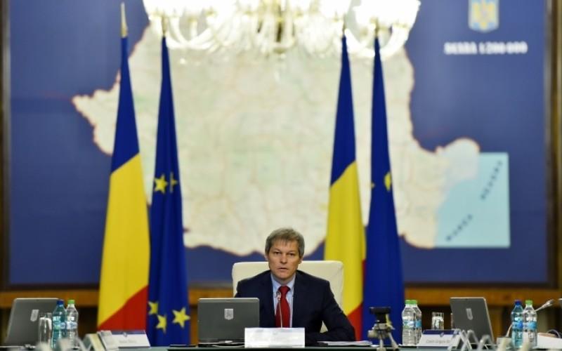 Guvernul Cioloș dă o lovitură dură românilor cu datorii. Amână un an intrarea în vigoare a legii falimentului personal