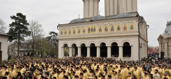 Guvernul Cioloș e darnic cu preoții. Le mărește salariile cu 55 la sută din 2016