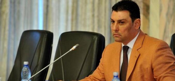 Nicolae Păun stă o lună după gratii pentru că a furat banii romilor