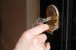 Ai pierdut cheile sau ți s-a blocat yala, iată cum poți intra în casă fără să spargi ușa
