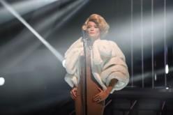 """Anca Țurcașiu, crudă și rece, în rolul lui Marlene Dietrich, la """"Te cunosc de undeva!"""""""