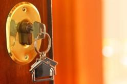 Dacă te-a lovit ghinionul și ți s-a stricat ușa, soluția e să apelezi la un lăcătuș profesionist