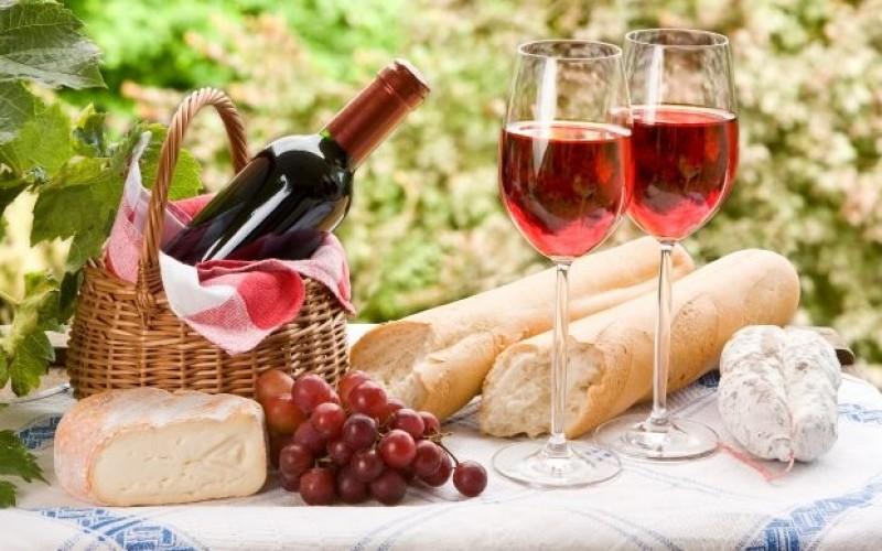 Iată cu ce tip de vinuri trebuie să asortezi masa de Paște