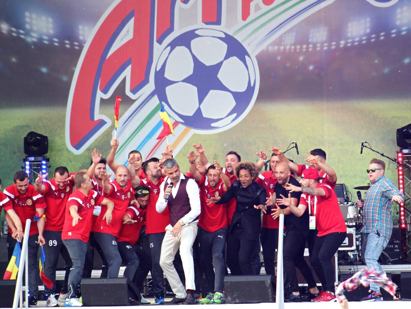 Show cu Nationala Artistilor Fotbalisti pe scena