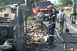 La un pas de o nouă catastrofă la Mihăileşti. Localnicii, evacuaţi după ce un tir cu 800 de butelii a luat foc