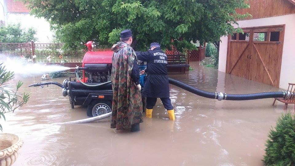 pompieri inundatii