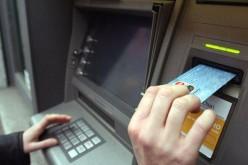 Doi cetăţeni ruşi, arestaţi în România pentru că au furat peste 56,000 de euro din bancomate