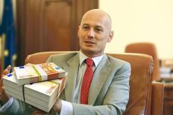Viceguvernatorul BNR, Bogdan Olteanu, reținut de DNA pentru că a luat un milion de euro mită de la Vîntu