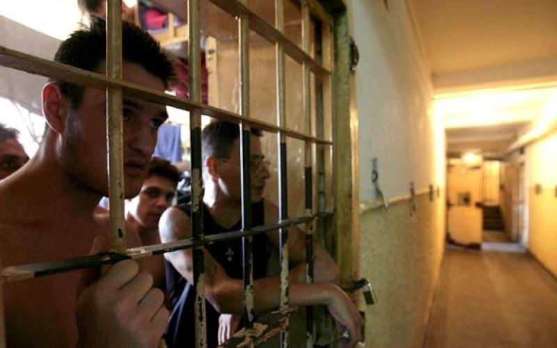 Revoltă masivă în peniteniarele din România. Deţinuţii intră în greva foamei
