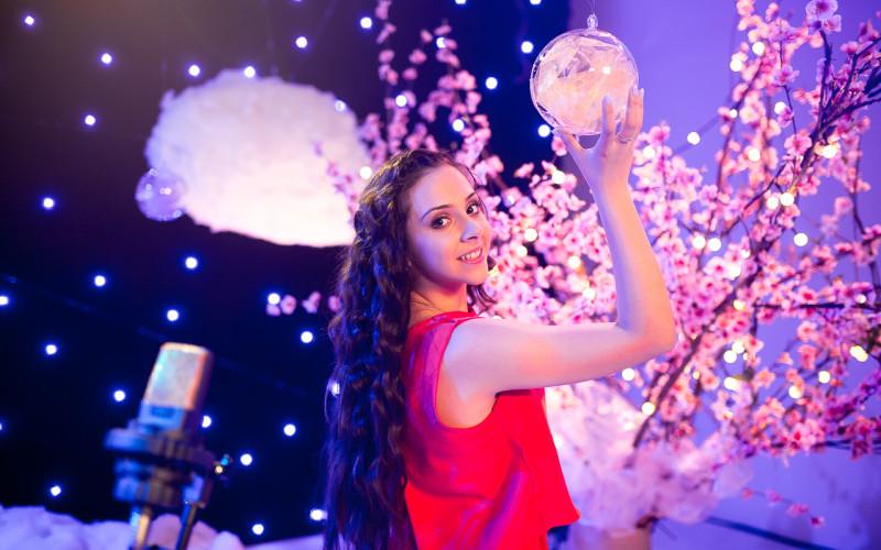 Bianca Lixandru interpretează piesa noului serial,  Star Darlings, la Disney Channel