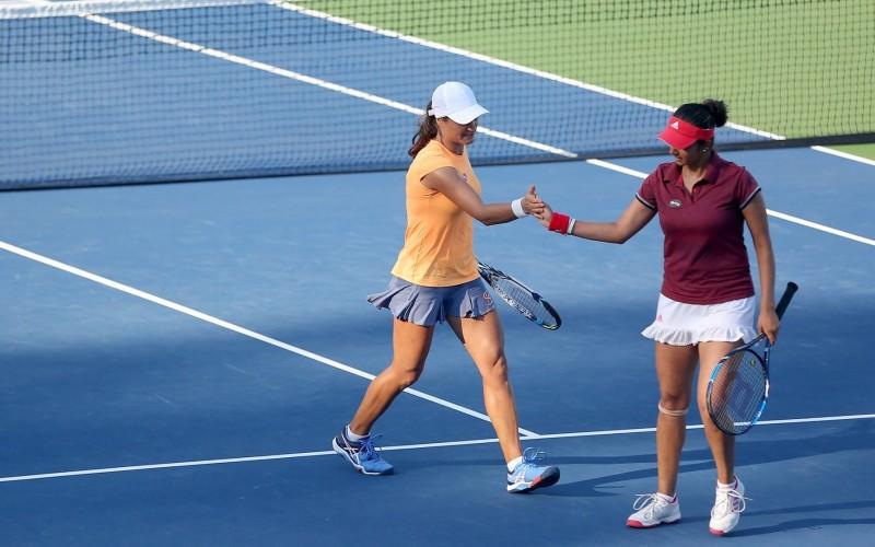 Monica Niculescu și Sania Mirza, noile campioane la dublu la turneul New Haven